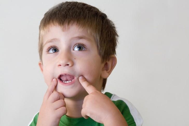 Дизартрия – неправильное произношение звуков из-за нарушения работы органов речи, возникающее в результате заболевания нервной системы. Вызвать заболевание у ребенка может токсикоз или инфекции при беременности у матери, роды с осложнениями, наследственные заболевания, инсульт и черепно-мозговые травмы, алкоголизм и наркомания родителей.